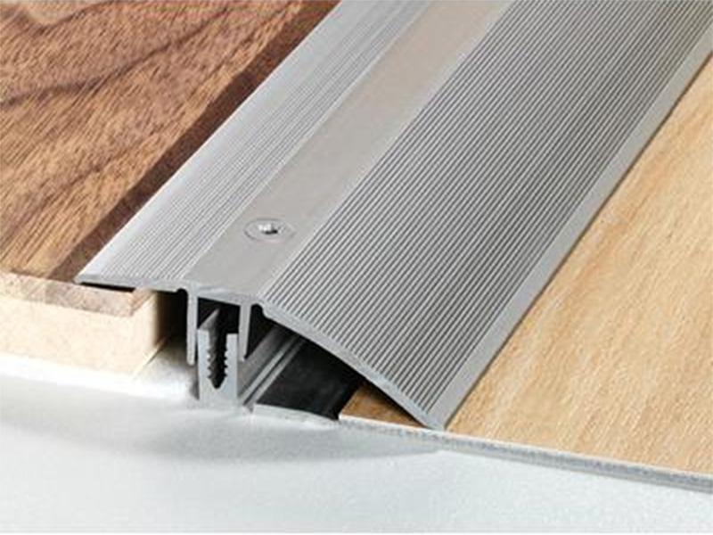 Barre de seuil de rattrapage maison design for Seuil de porte pour parquet